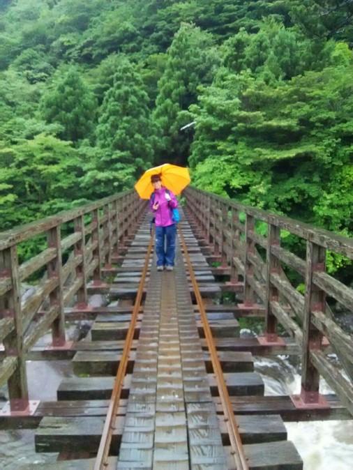 橋の上のナオミ