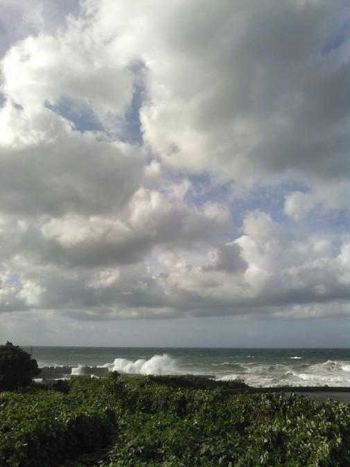 台風一過後の波